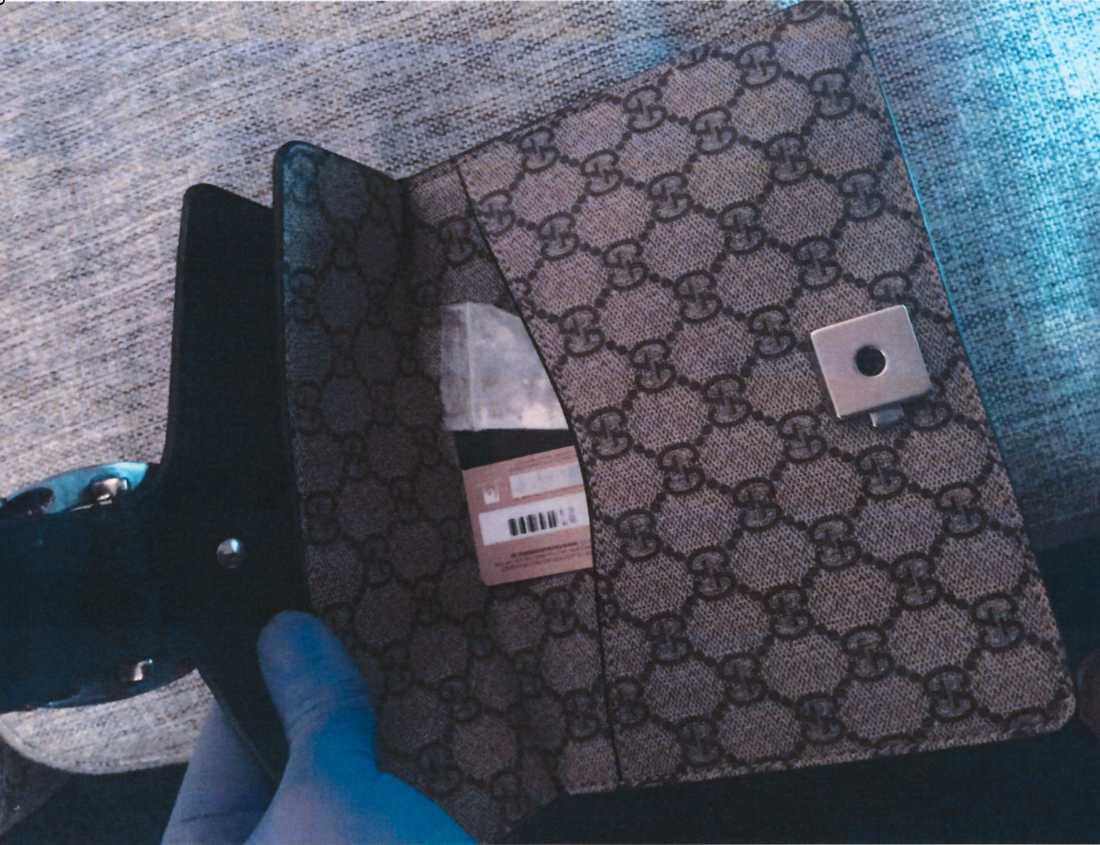 En Gucciväska med kokain och snortrör.