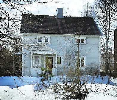 Bästa läge Mitt i centrala Skellefteå ligger de två värdefulla fastigheterna som Curt ägde. Något som spekulanter inte missat. De ville att han skulle skriva under deras färdiga köpekontrakt.