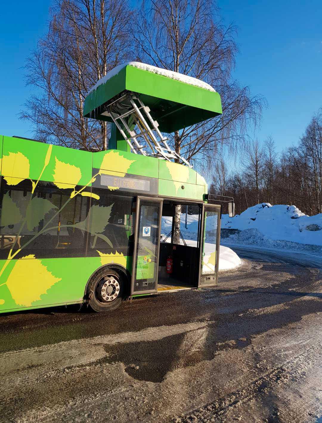 Elbussarna i Umeå får problem i kylan.