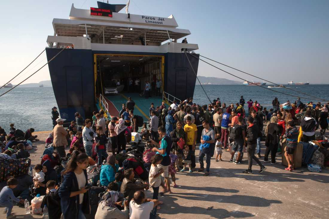 Migranter anländer till det grekiska fastlandet i oktober 2019. Arkivbild.