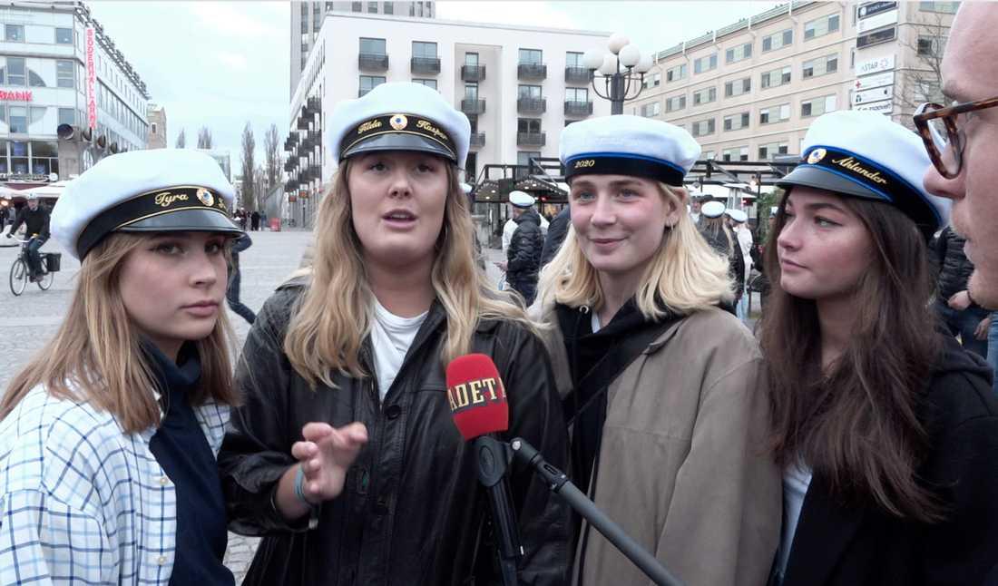 Tyra, 19, Tilda, 18, Vera, 18, och Klara, 18 trotsade uppmaningarna att hålla sig hemma och undvika folksamlingar.