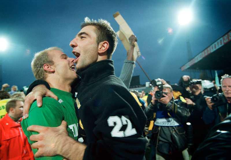 Andreas Hermansson och Kennedy Bakircioglü jublar efter SM-guldet.