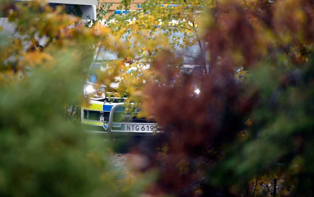 Polisen undersökte en sommarstuga i Nacka i södra Stockholm som en möjlig mordplats.