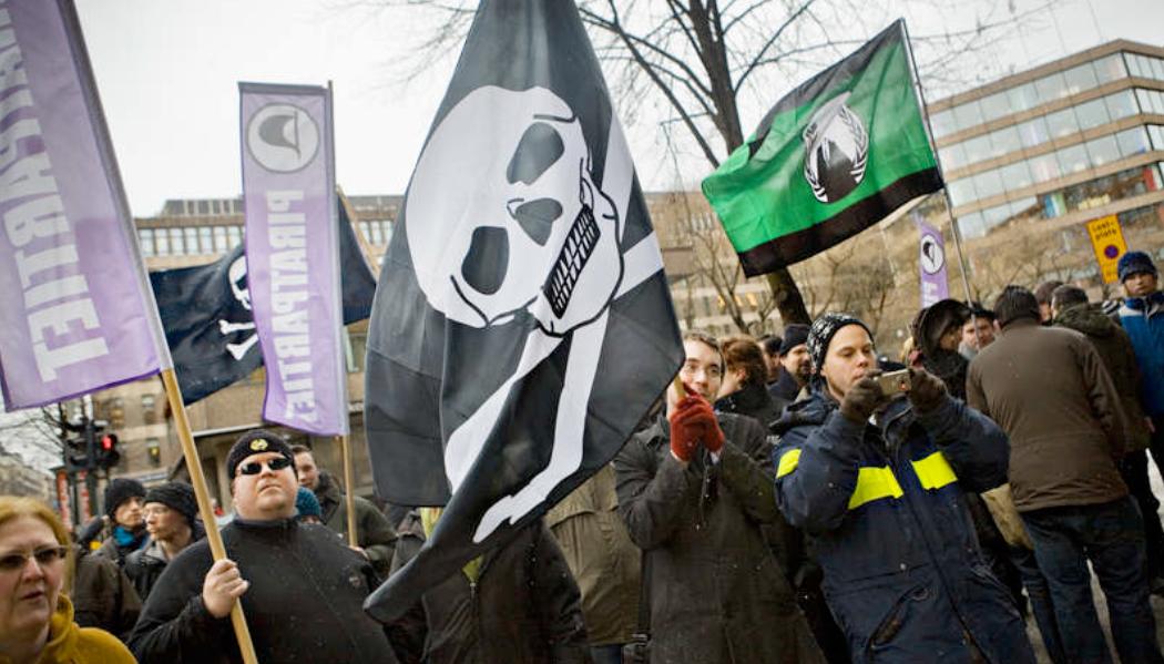 Sympati Många demonstranter visade sitt missnöje under Pirate Bay-rättegången.