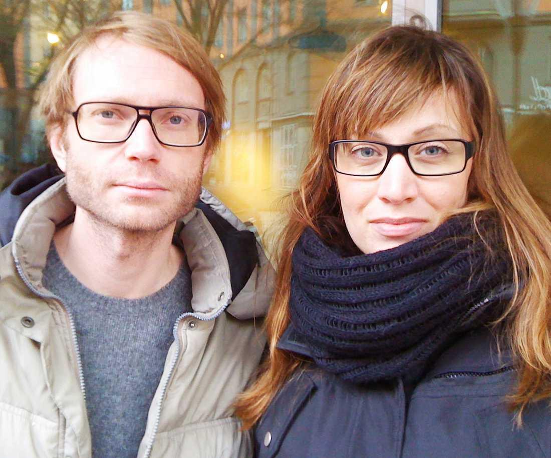 Aftonbladets Andreas Victorzon och Camilla Sundell är på plats.