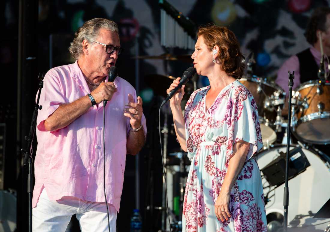 Tommy Körberg och Helen Sjöholm från Benny Anderssons orkester live på Trädgårdsföreningen i Göteborg.