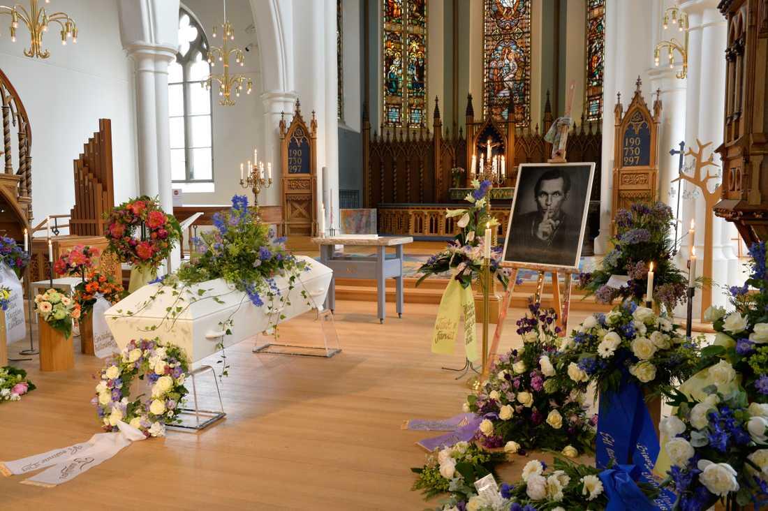 I dag tar familj och vänner farväl av Olle Ljungström i Hagakyrkan i Göteborg.