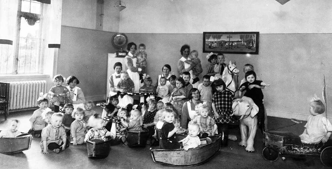 På Lilla Hemmet i Stockholm bodde barn som fötts med syfilissmitta. De behandlades med kvicksilver och långt ifrån alla överlevde.