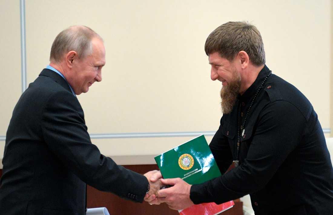 Rysslands president Vladimir Putin och Tjetjeniens ledare Ramzan Kadyrov. Arkivbild.