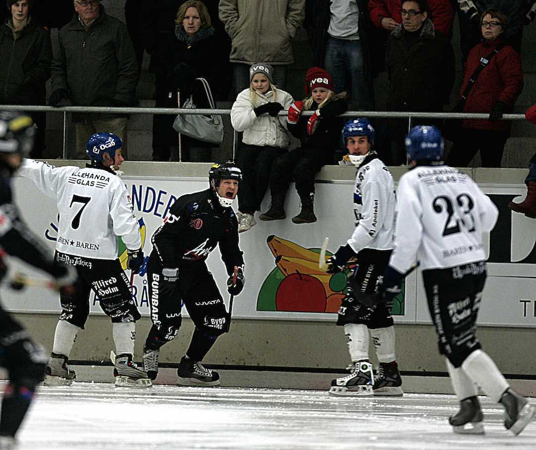 Fosshaug får ett utbrott när Tillberga möter Sirius 2008.