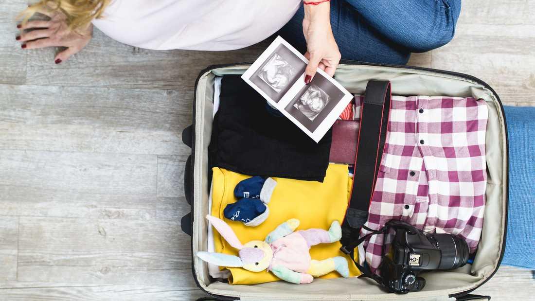 Packa din förlossningsväska ett par veckor i förväg.