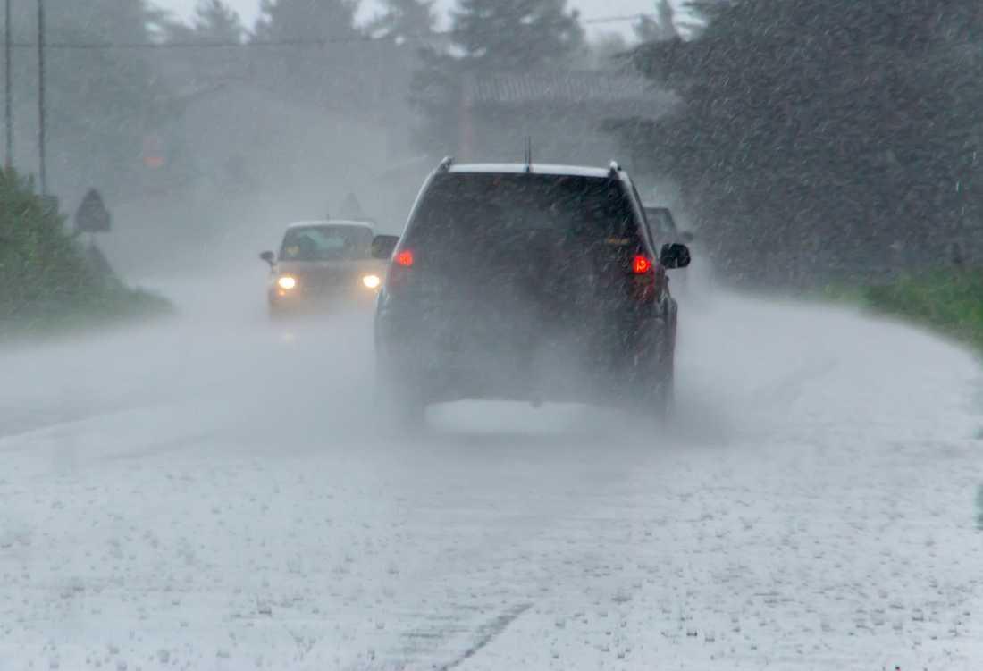 Dåligt väder kommer på förstaplats av saker som gör folk irriterade när de åker bil, enligt en undersökning som Aftonbladet gjort.