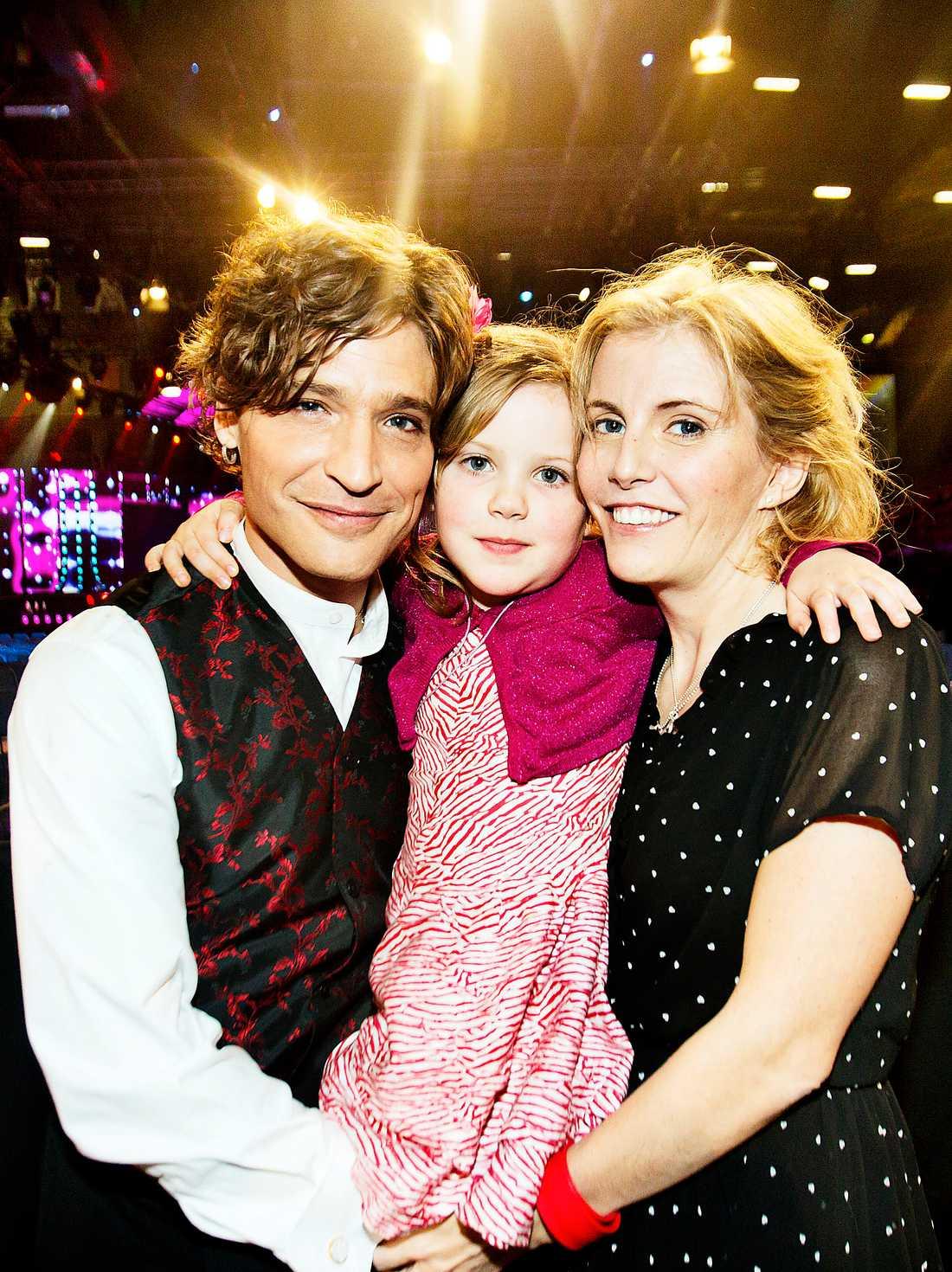 Familjen var samlad under gårdagens genrep efter en tuff höst med Lisa Knapps svåra sjukdom.
