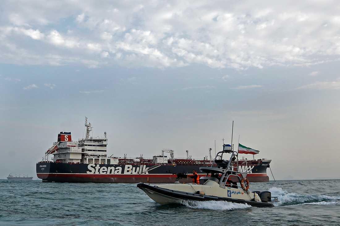 Stena Impero, som seglar under brittisk flagg och ägs av ett dotterbolag till svenska Stena Bulk, beslagtogs i fredags på internationellt vatten i Hormuzsundet när det var på väg till Saudiarabien.
