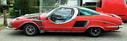 Linjerna påminner om framtidsbilarna i 1950-talets motortidningar. Passagerarens sidoruta är heltäckande, en detalj som Hilmer ansåg förhöjde utseendet.