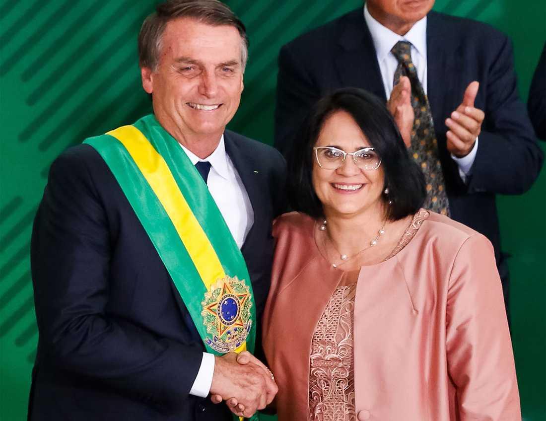 Brasiliens president Jair Bolsonaro och Damares Alves, ny minister för mänskliga rättigheter.