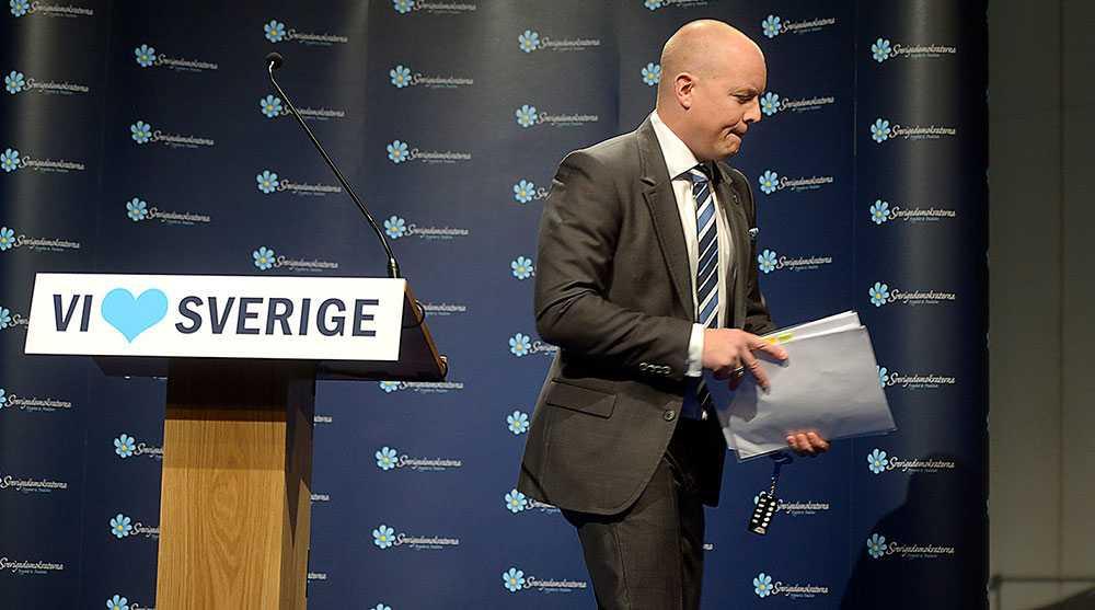 """Enligt Björn Söder kan judar och samer vara medborgare, men inte tillhöra den """"svenska nationen"""". Det blir svårt att hävda att Sverigedemokraterna är ett demokratiskt parti när de av etniska skäl vill utesluta stora delar av befolkningen ur """"folket"""". Dessutom – hur skulle det konkret gå till?"""
