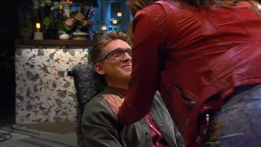 Danny fick också sig en släng av flirt-sleven.
