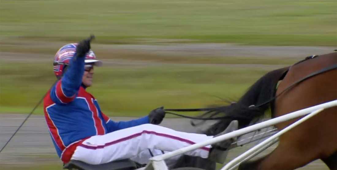 Daniel Olsson med segergest efter vinsten på V75.