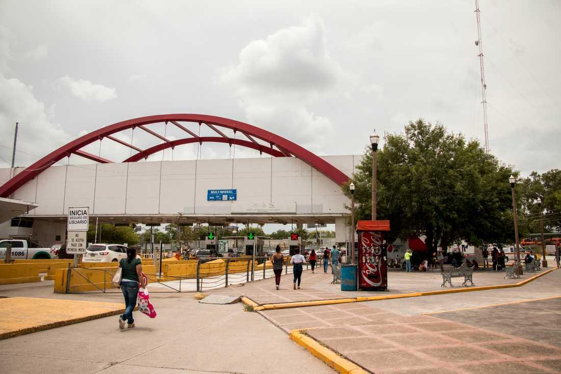En av gränsövergångarna i Matamoros dit migranter kommer .