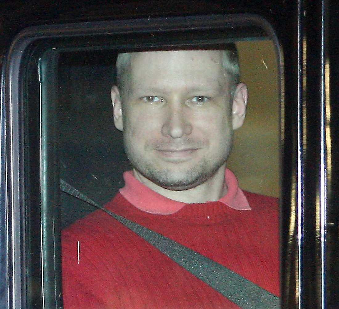 Anders Behring Breivik krävde att få Geir Lippestad som advokat direkt efter att han anhållits för massakern.