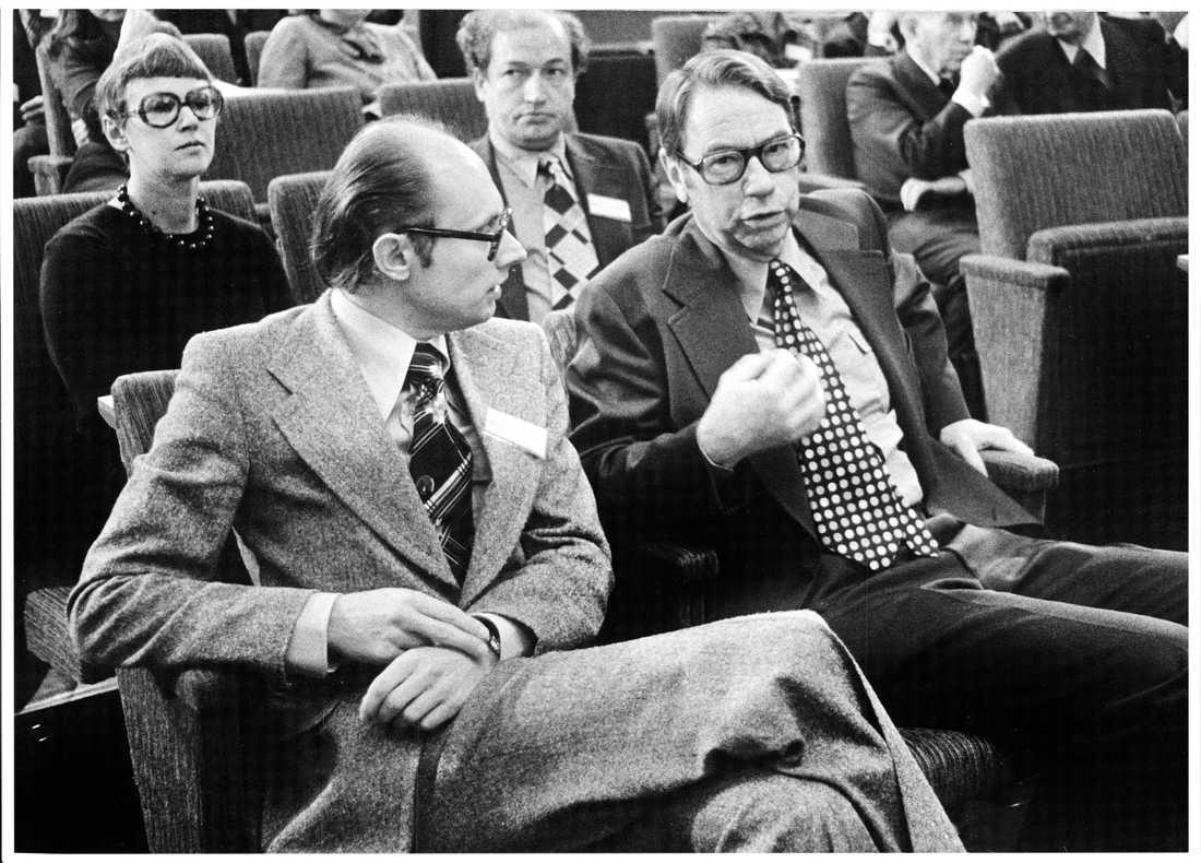 Per Ahlmark ihop med Gunnar Helén, under FP:s landsmöte 1974 då Ahlmark utsågs som efterträdare till Helén.