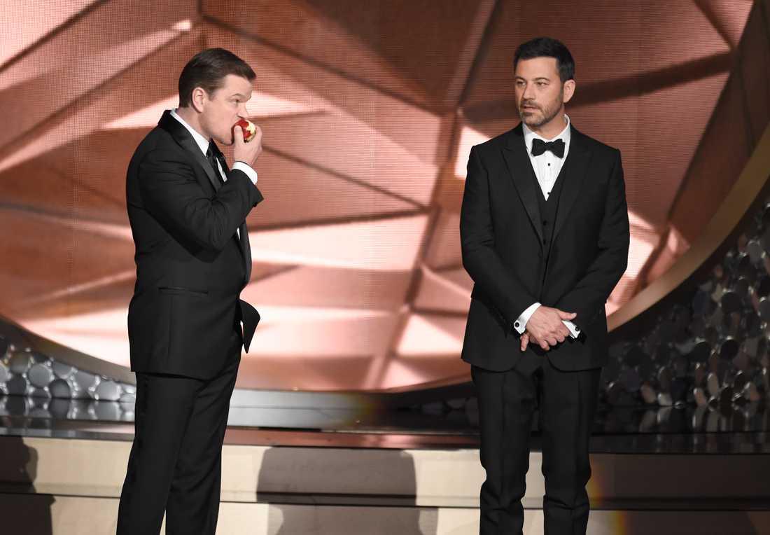 Jimmy Kimmels egen show var nominerad som bästa variety talk show, men direkt efter att han förlorat kom Matt Damon in och undrade hur det hade gått...