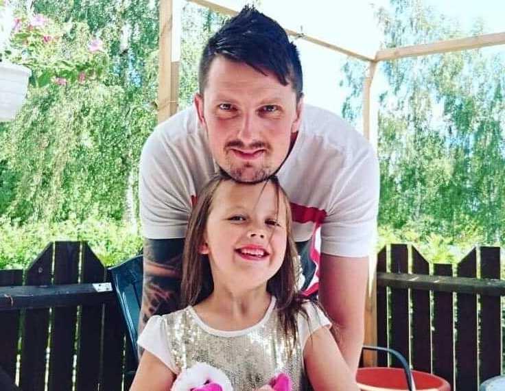 Steven Ryanski tillsammans med åttaåriga dottern Ahléa.