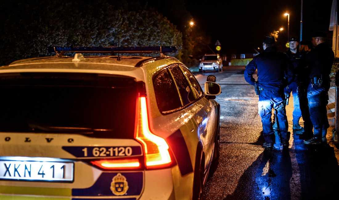 En man har skjutits i en villa i Vinslöv.