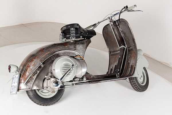 Auktionen avslutas 28 mars och världens äldsta vespa, Piaggio, får ny ägare.