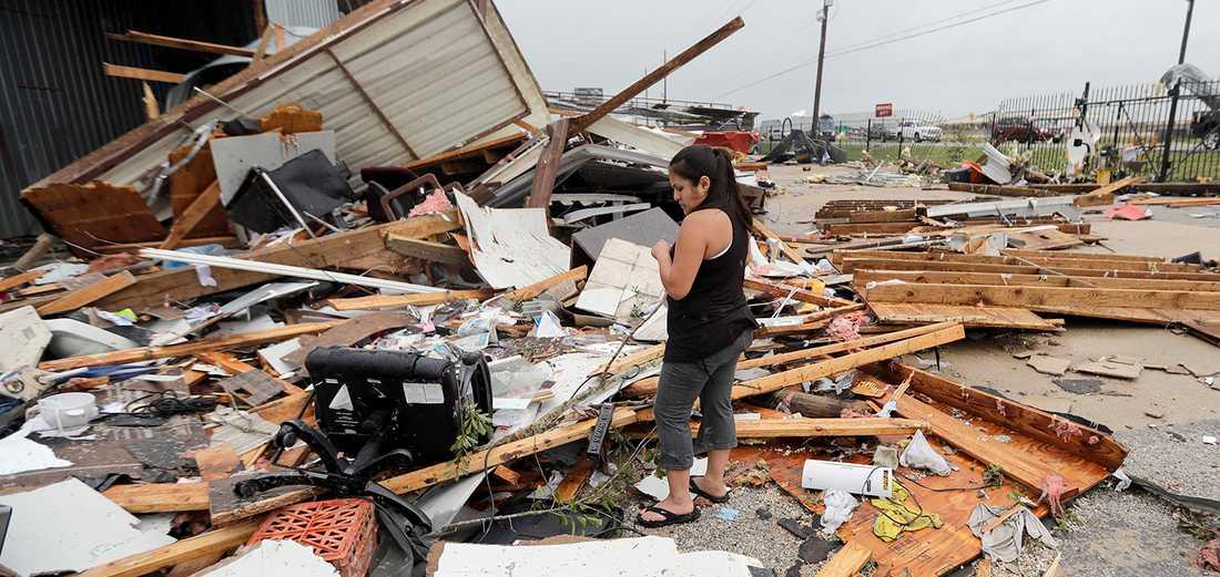Jennifer Bryant i spillrorna efter orkanen Harveys framfart.