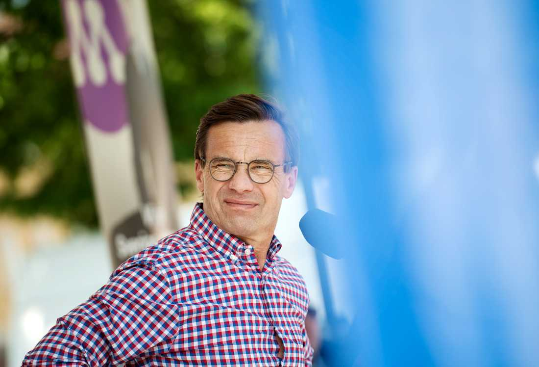 Ulf Kristersson EU-valskampanjar i Enköping.