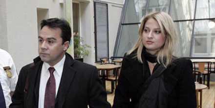 Tito Beltrán anländer med sin hustru Jenny till hovrätten i Göteborg för rättegångens sista dag.