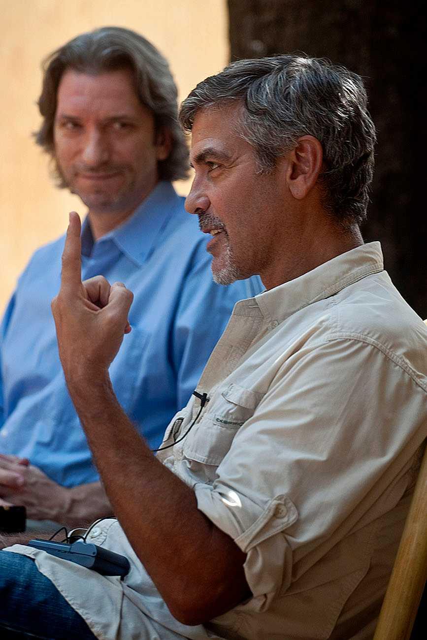 George Clooney tillsammans med John Prendergast i huvudstaden Juba i världens yngsta land Sydsudan. Båda var stora förespråkare för ett självständigt Sydsudan, som nu fallit ner i en våldsspiral sedan presidenten Salva Kiir och vice-presidenten Riek Machar strider om makten i landet.