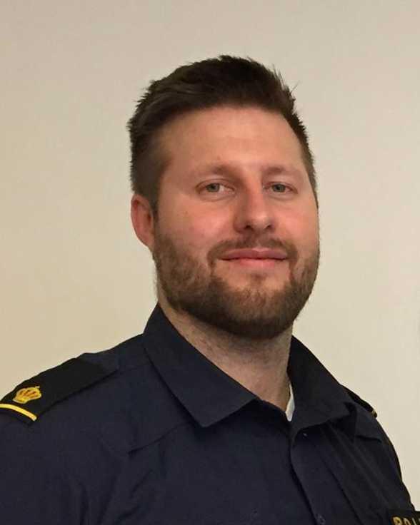 Anton Larsson, som förra året gick en danskurs, drogs med i stämningen.