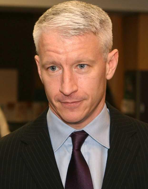 Anderson Cooper, stjärnreporter på tv-bolaget CNN, kommer ut som homosexuell.