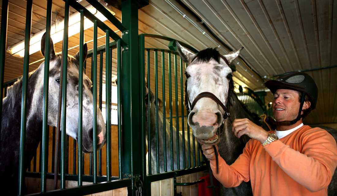 """""""Jag går upp halv sju, sju och utfodrar hästarna ..."""""""