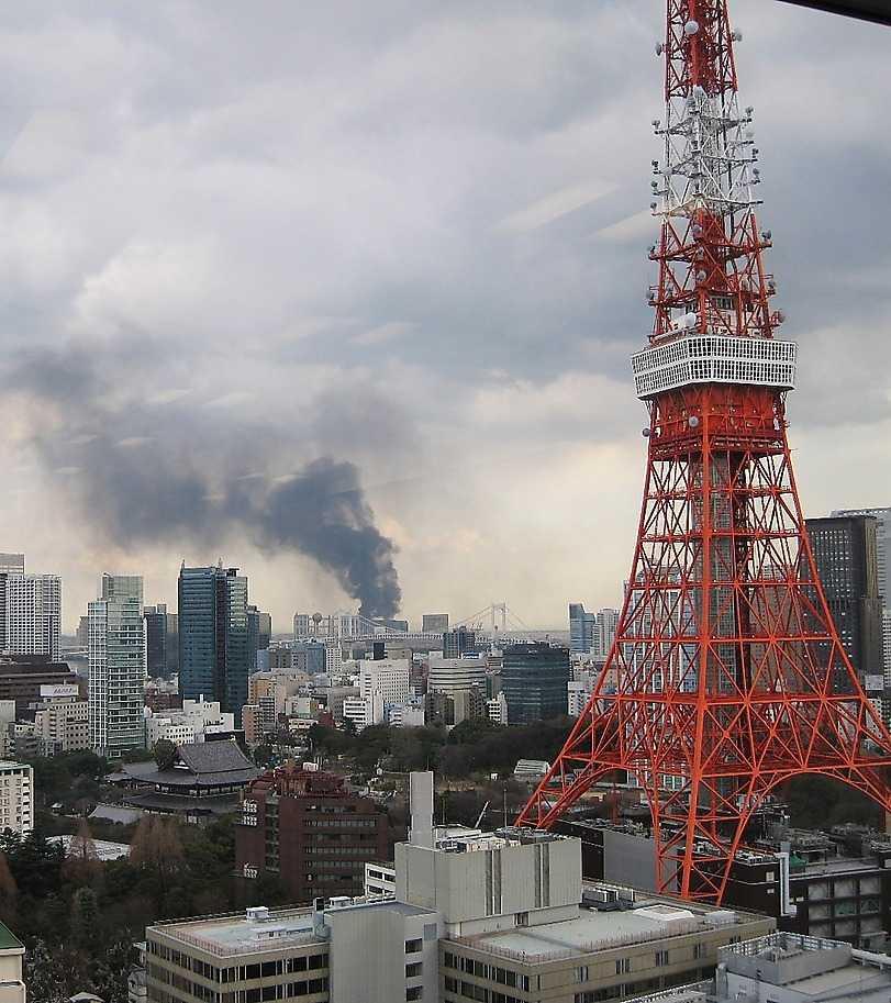 STRÅLNINGSHOT Uppgifter om radioaktit utsläpp har fått flera svenskar att lämna Japan.