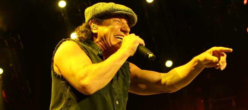 IMPONERANDE Brian Johnson och hans AC/DC bjuder på samma procedur som i Sverige i fjol, men det är en förbannat bra procedur.