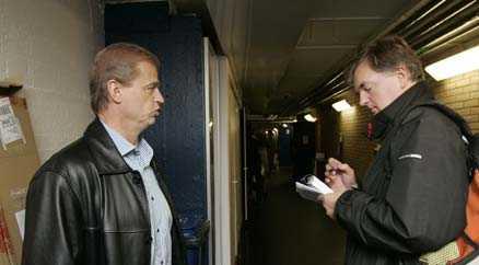 Mats Wennerholm intervjuar förbundskaptenen Bengt-Åke Gustafsson.