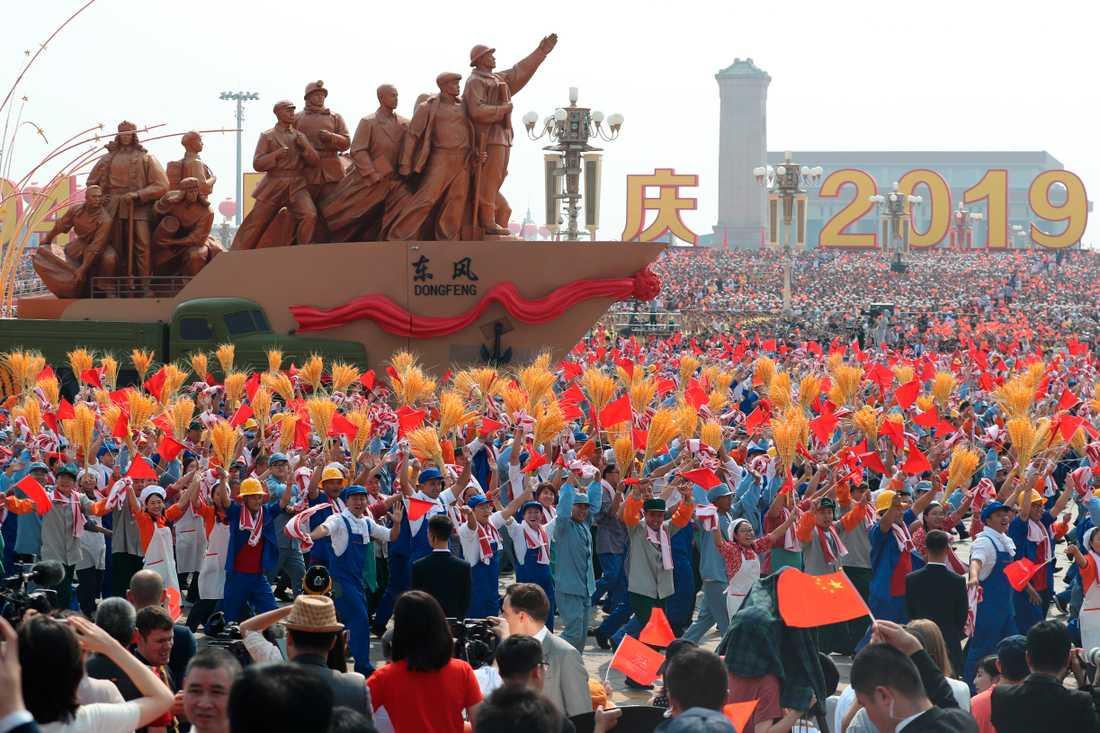 Paraden i Peking uppges vara den största på många år.