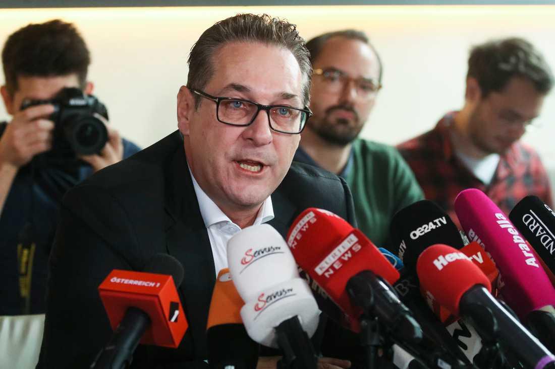 Heinz-Christian Strache vid pressträffen där han berättade att han pausar sitt medlemskap i partiet.