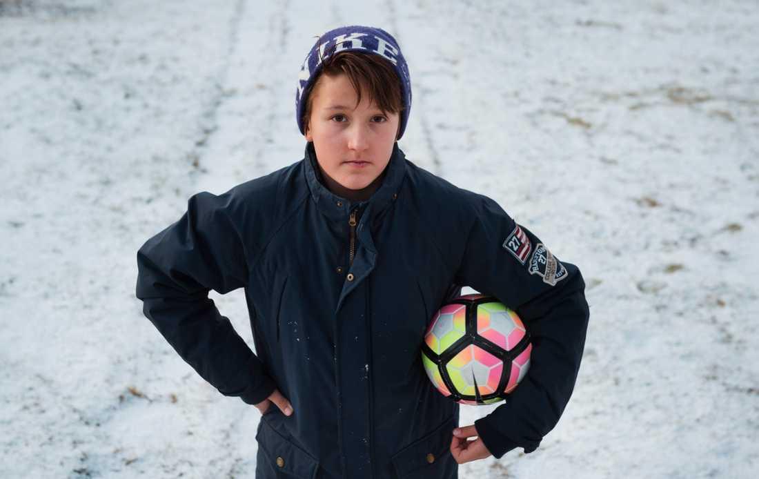 Alexander är fotbollstokig och har många kompisar. Nu riskerar han att utvisas till Uzbekistan.