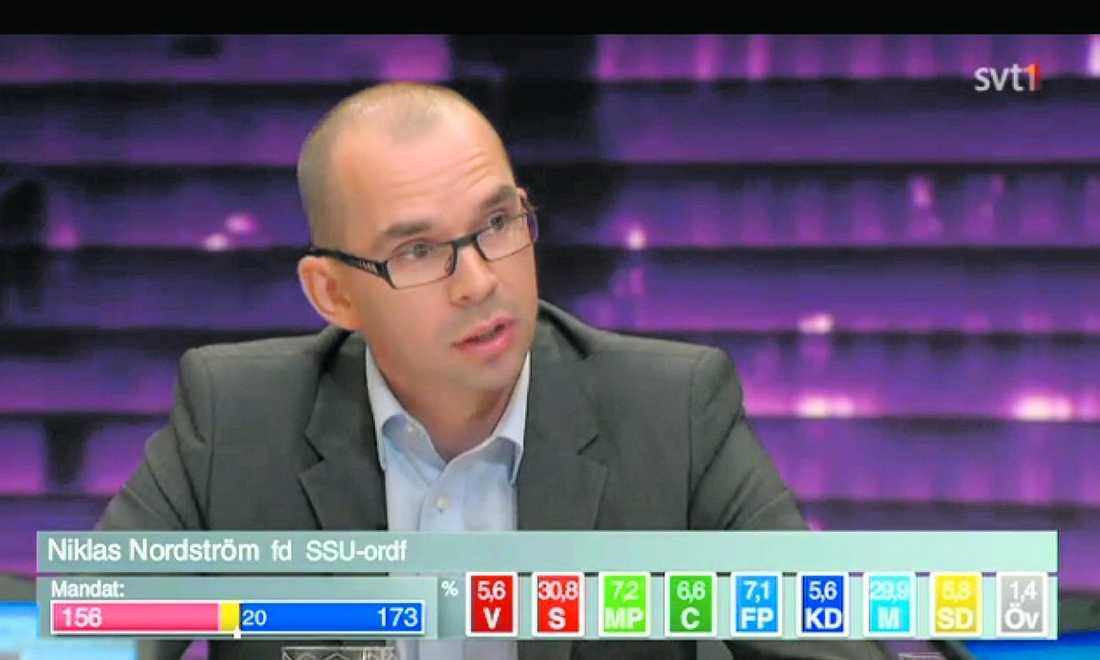 Tidigare SSU-basen Niklas Nordström deltog i SVT:s valvaka för att diskutera socialdemokratins framtid. Få vet att han samtidigt är PR-konsult, och att Svenskt Näringsliv är en av hans kunder.