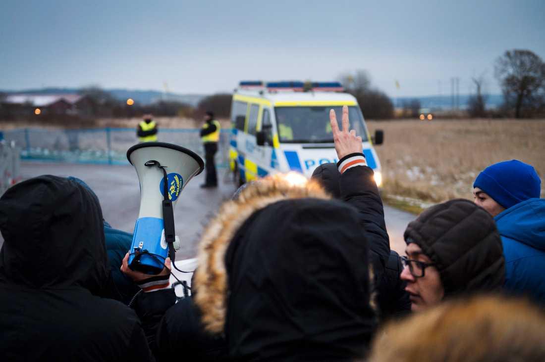 Demonstrationer utanför Migrationsverkets förvar i Åstorp mot att ensamkommande ska utvisas. (Arkivbild)