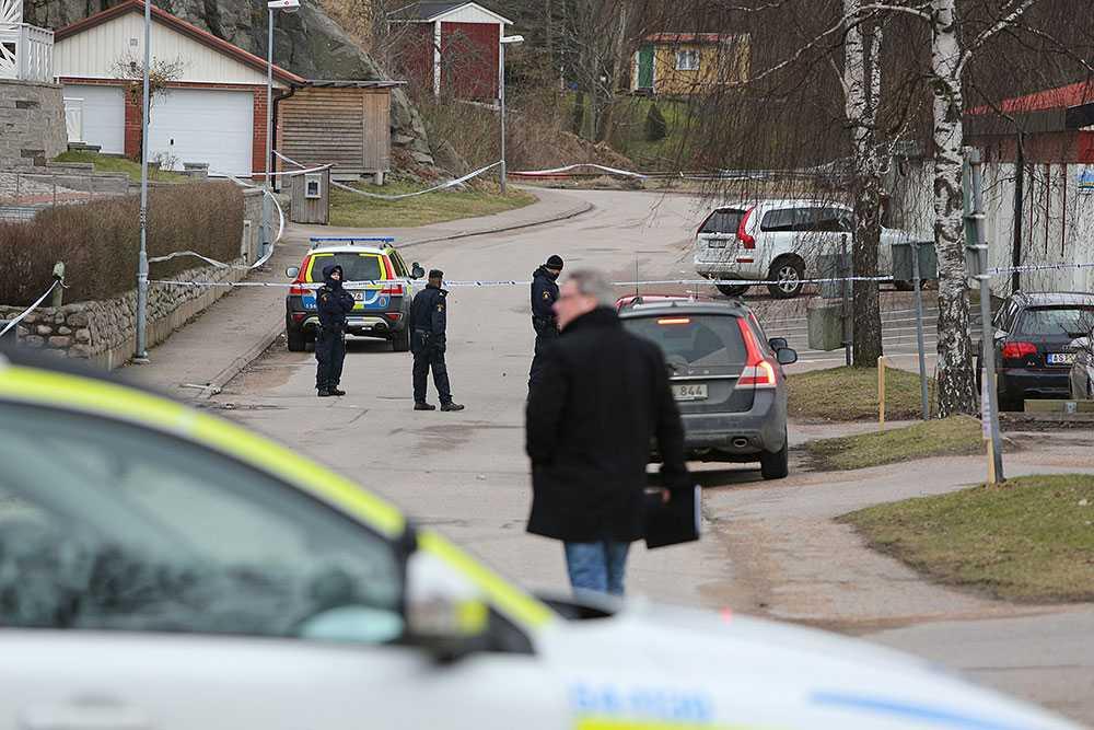 Tre personer hittades på lördagen döda i Uddevalla.