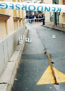 Mordplatsen Här vid ett diskotek, utanför staden Veszprem i Ungern, blev den rumänske handbollsspelaren Marian Cozma mördad. Ett trettiotal okända män stormade lokalen och förde ut honom på gatan där de knivhögg honom i hjärtat.