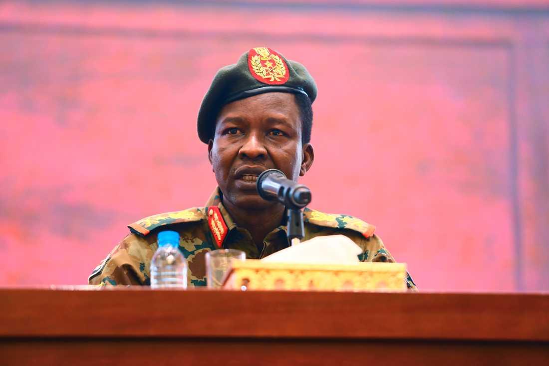 """Militärrådets talesperson Shamseddine Kabashi medger att """"det begicks misstag"""" när dussintals demonstranter sköts ihjäl."""