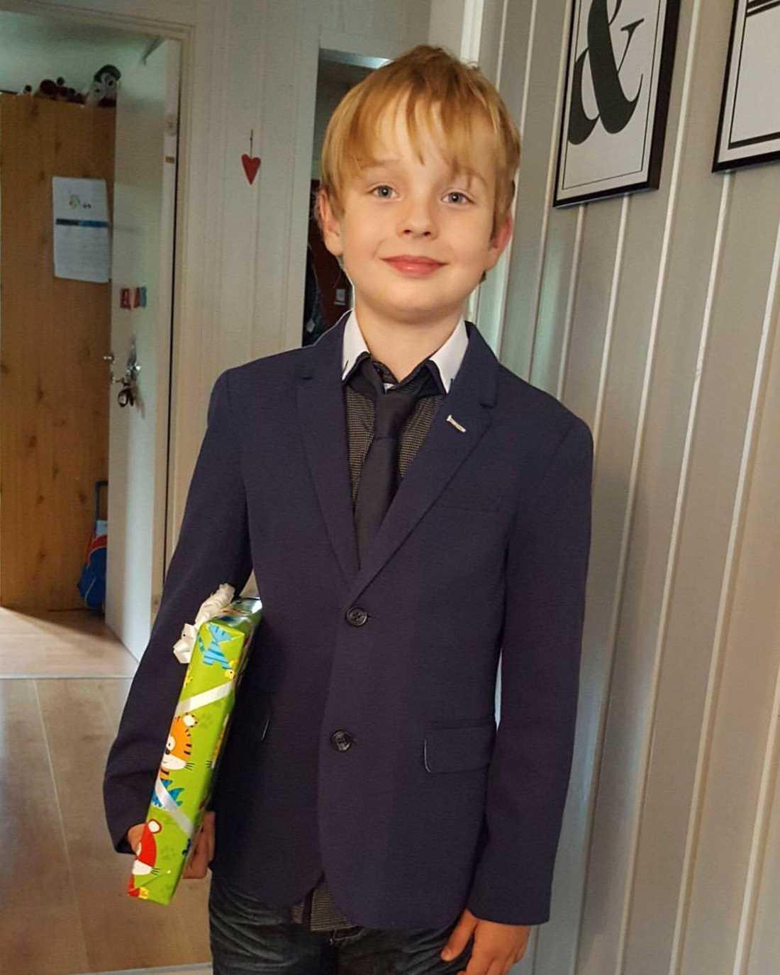 Tioårige Elias gillar att skådespela, sjunga och dansa.