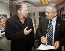Osannolikt F d israeliske soldaten Dror Feiler och Hamasledaren Atef Adwan träffas i en källarlokal i Stockholm.